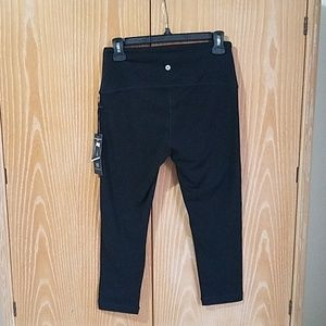 Velocity Capri Leggings, NWT sized M